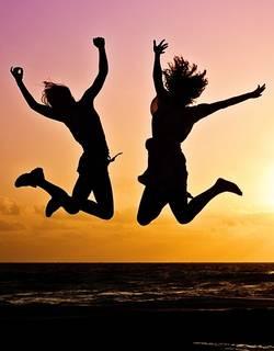 Vrouwen tegelijk springen
