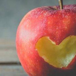 een appel met een hart