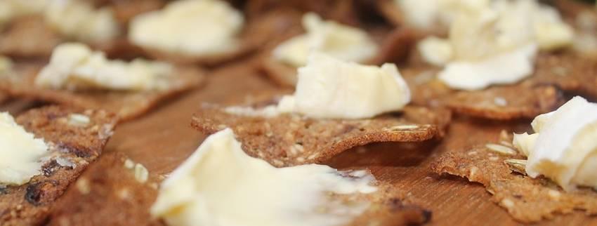 Koolhydraatarme crackers maken in een handomdraai? Gebruik dit recept!