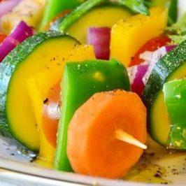 stokje met groenten er aan geprikt