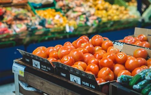 Groenten die in een supermarkt liggen