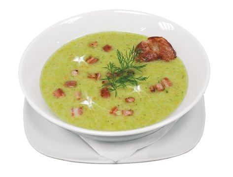 Een soepkom met groene soep er in en vlees